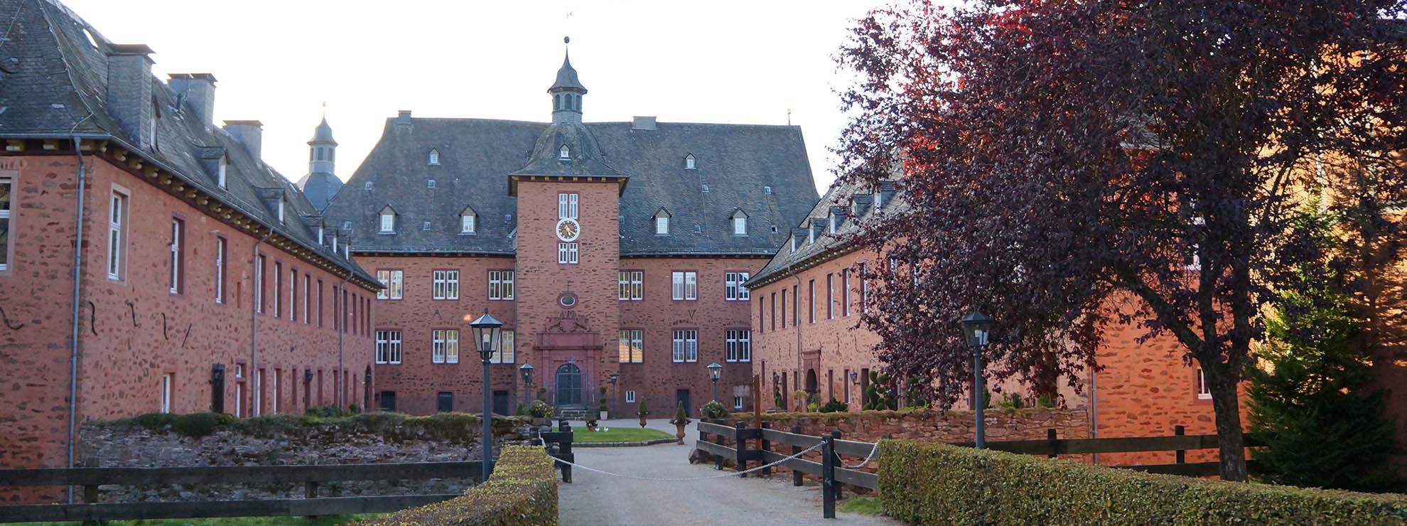 Unser 3-Sterne Hotel im Sauerland ist ideal für den Wanderurlaub geeignet, die Adolfsburg erreicht man in 10min zu Fuß
